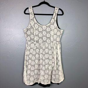 🐢Torrid white Lace dress size 2